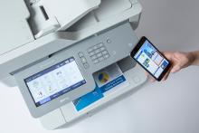 Stampante_multifunzione_MFC-L9570CD_smartphone
